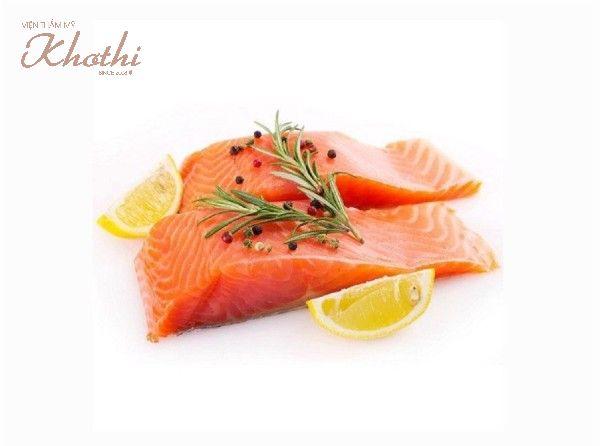 Cá hồi giàu Omega-3 giúp làn da luôn căng mịn, trẻ hóa