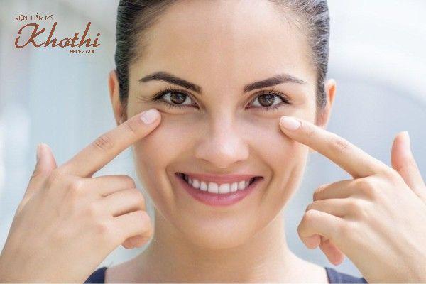 Căng da mắt giúp loại bỏ bọng mắt và quầng thâm