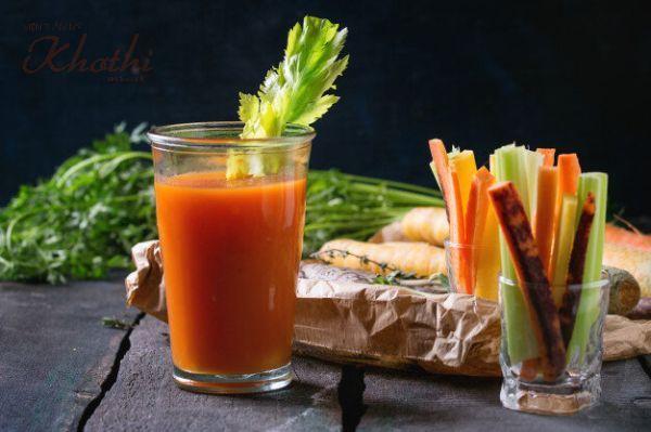 Một cốc nước ép cần tây và cà rốt vừa thanh lọc cơ thể vừa giảm mỡ mặt hiệu quả