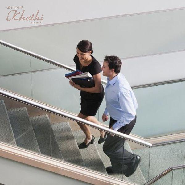 Nếu không vội hãy đi thang bộ thay vì đi thang máy nhé