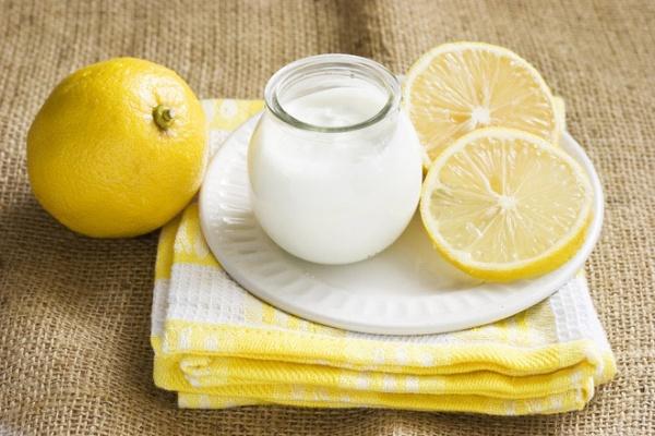 Mặt nạ kết hợp từ chanh và sữa chua giúp sản sinh collagen và trắng da
