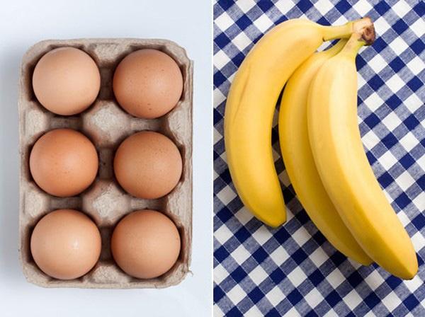 Một nải chuối và một quả trứng