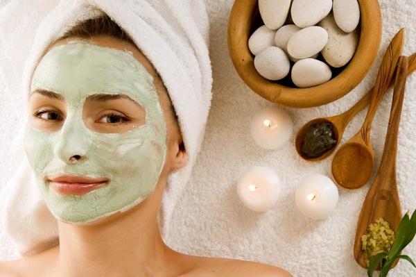 đắp mặt nạ là một trong các cách trẻ hóa da hiệu quả