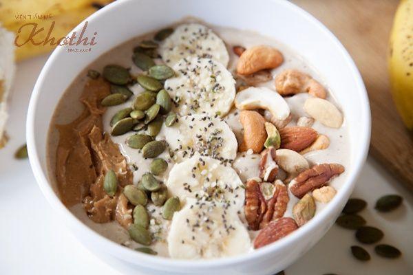 Một tô sinh tố giảm cân bằng hạt cho buổi sáng