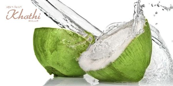Uống nước dừa sáng sớm, sau khi làm việc hoặc giữa các bữa ăn