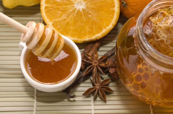 Ngoài giúp giảm cân, nước ép cam mật ong có tác dụng kháng viêm và cân bằng huyết áp