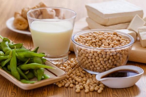 Sữa đậu nành và các thực phẩm từ đậu nành cung cấp nhiều protein và saponin tốt cho việc giảm cân