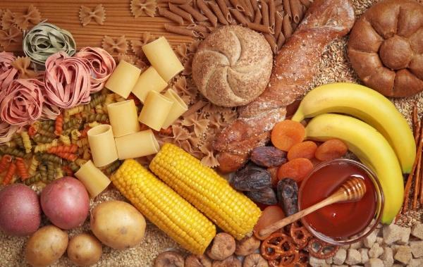 Những loại thực phẩm khác nhau của những nhóm thực phẩm như bắp, mật ong, khoai tây, bánh mì...