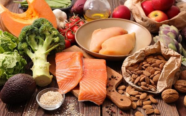 Thực đơn giảm cân không tinh bột bao gồm thịt, rau củ quả, các loại hạt giúp đốt cháy mỡ thừa