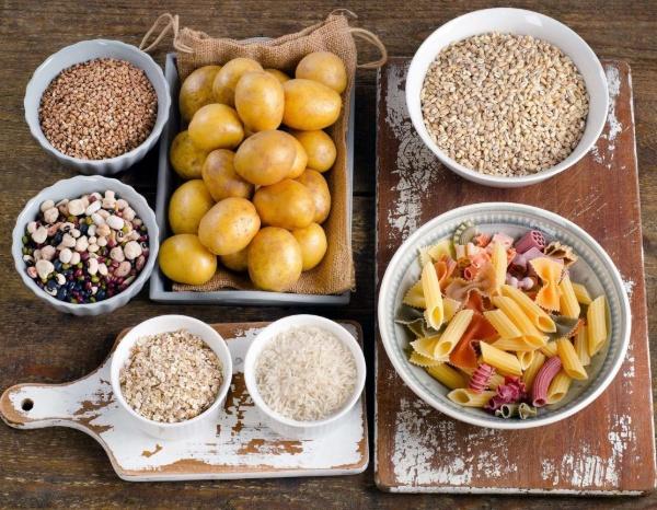 Các loại thực phẩm chứa nhiều tinh bột như mỳ, khoai tây, gạo,...