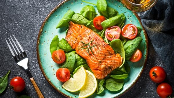 Cá hồi cung cấp chất béo và protein lành mạnh