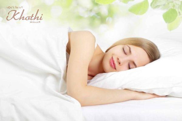 Ngủ ngon giúp giảm béo mặt tốt hơn