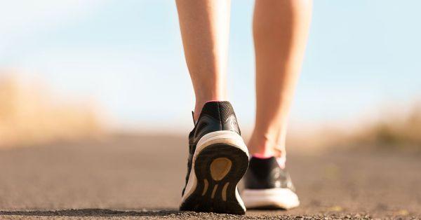 Đi bộ giảm cân sau sinh là bài tập đơn giản, và mang lại nhiều hiệu quả.