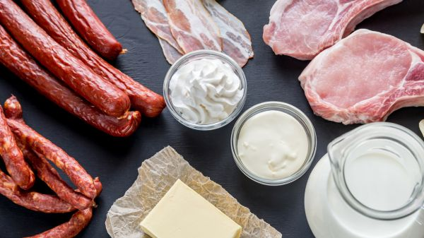 Dầu dừa chứa nhiều chất béo bão hòa tương tự như các chế phẩm kem, bơ, mỡ động vật trên cạn,...