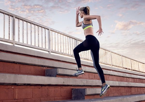 Tập luyện leo cầu thang đều đặn giúp cơ thể săn chắc hơn