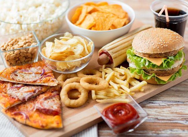 Hạn chế đồ ăn chứa nhiều chất béo, dầu mỡ khi giảm cân bằng rau ngót