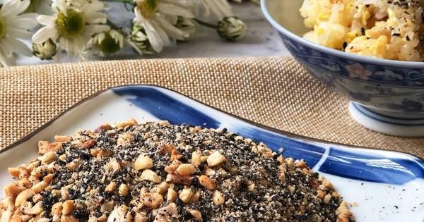 Muối vừng đen giảm cân thường được ăn kèm cơm gạo lứt