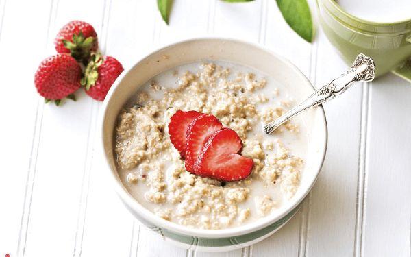 Yến mạch và sữa tươi là 2 loại thực phẩm chứa nhiều chất dinh dưỡng