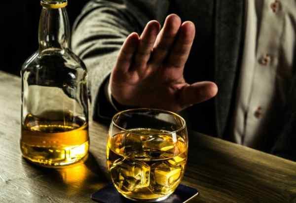 Các loại đồ uống có chứa cồn sẽ khiến gia tăng tình trạng tích trữ mỡ nội tạng ở nam giới