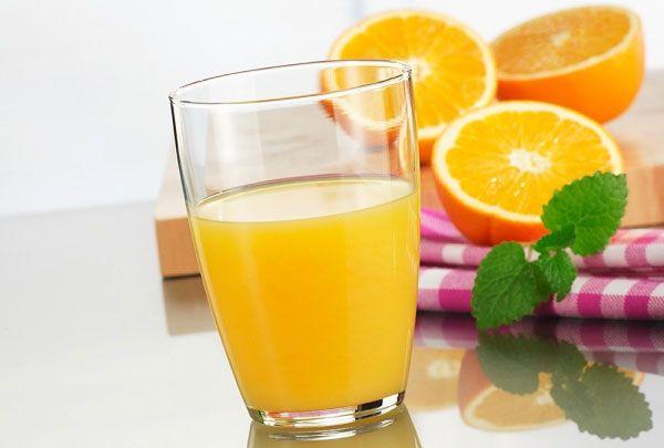 Để giảm cân hiệu quả với nước cam thì bạn không nên cho nhiều đường