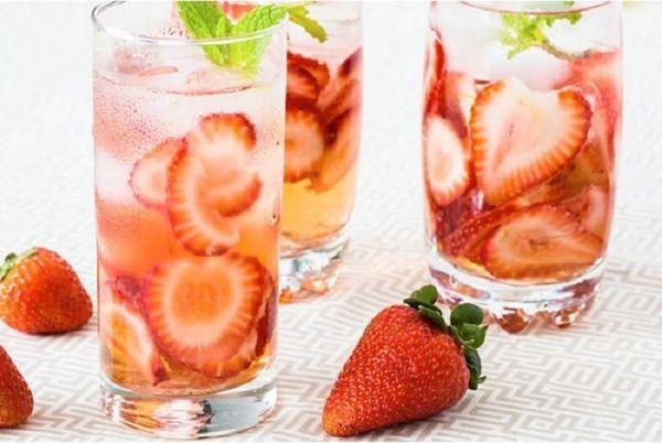 detox từ dâu tây chứa nhiều dưỡng chất tốt cho cơ thể