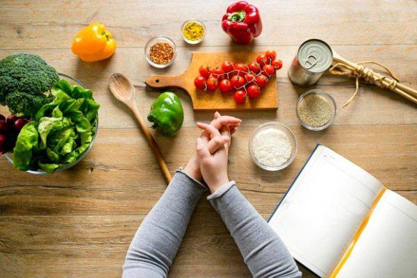 Xây dựng chế độ ăn phù hợp, và ăn từ 18h - 19h là khung giờ phù hợp.