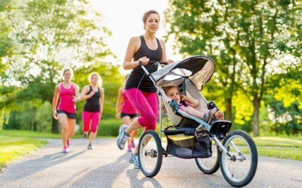 Chạy bộ vào buổi sáng sớm cùng con, giúp tinh thần thoải mái và giảm cân hiệu quả