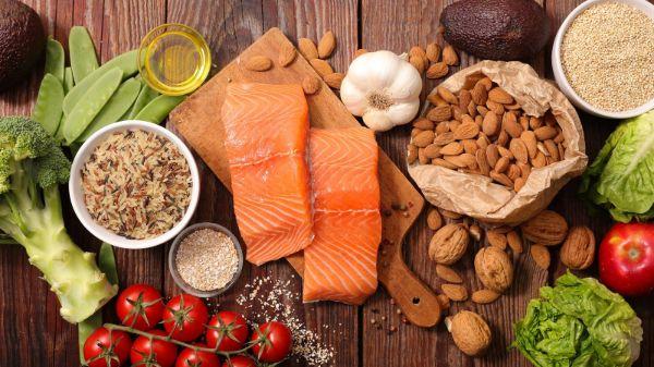 Kết hợp chế độ dinh dưỡng khoa học nhằm đảm bảo cung cấp đủ chất cho cơ thể