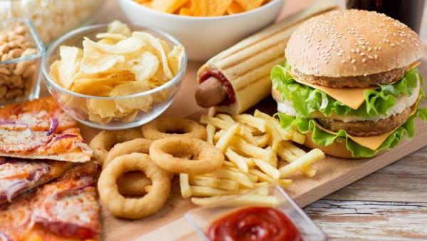 Thức ăn nhanh là nguyên nhân khiến bạn giảm cân không hiệu quả.