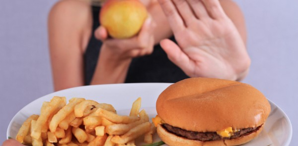 Nói không với đồ ăn vặt giúp giảm cân nhanh cho mẹ sau sinh